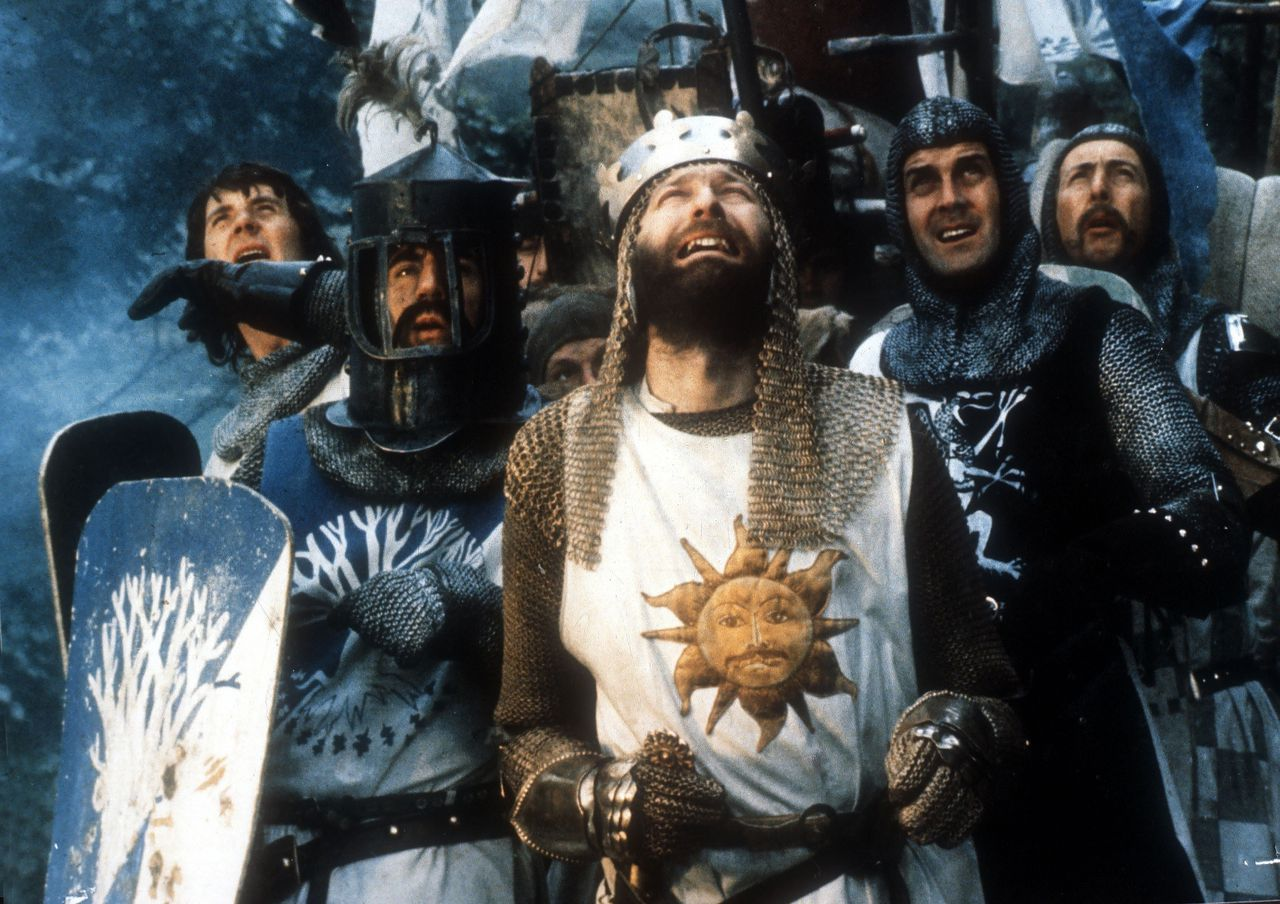 Graham Chapman als koning Arthur in 'Monty Python and the Holy Grail' (1975).