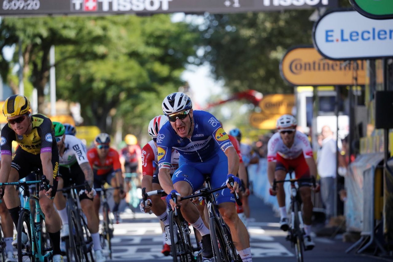 Elia Viviani finisht als eerste in Nancy.