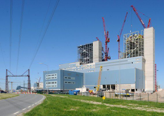 De energiecentrale in Eemshaven in aanbouw
