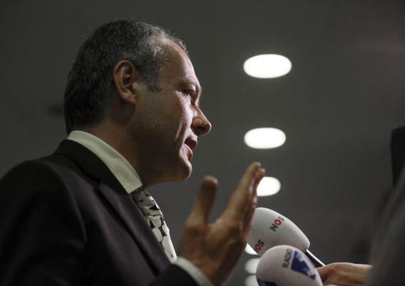 Burgemeester Henri Lenferink geeft een persconferentie in het Stadhuis.