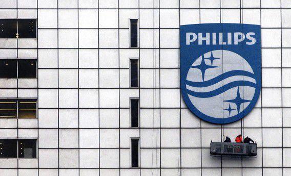 Het nieuwe logo van Philips op het hoofdkantoor van Philips.