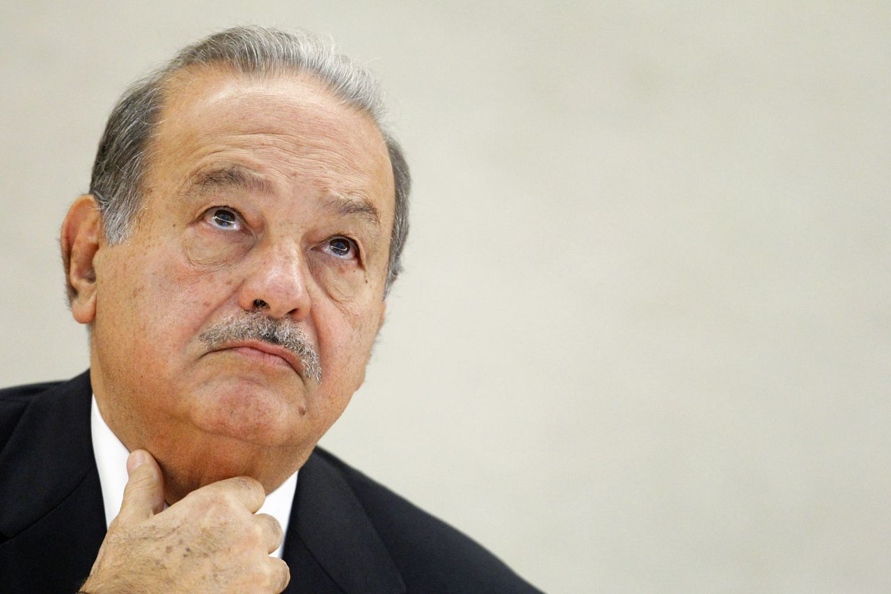Mexican telecommunications and retail tycoon Carlos Slim Helu waits before delivering his speech on the impact of new technologies during a lecture organized by the United Nations Institute for Training and Research (UNITAR) at the United Nations European headquarters in Geneva June 11, 2012. REUTERS/Valentin Flauraud (SWITZERLAND - Tags: BUSINESS TELECOMS HEADSHOT PROFILE)