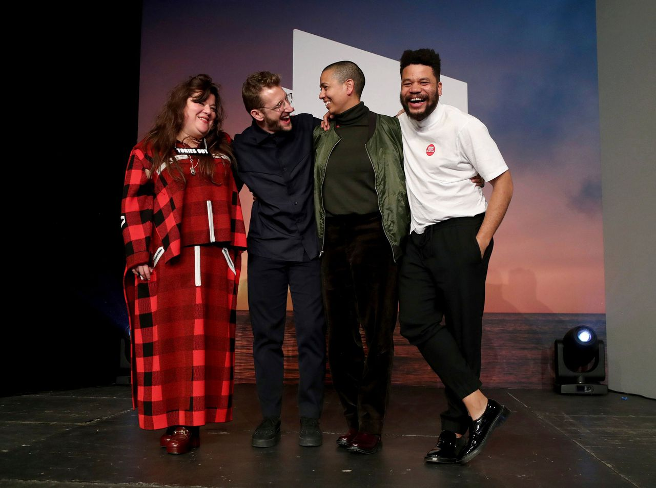 Tai Shani, Lawrence Abu Hamdan, Helen Cammock en Oscar Murillo nadat ze als collectief de Turnerprijs toegekend hebben gekregen
