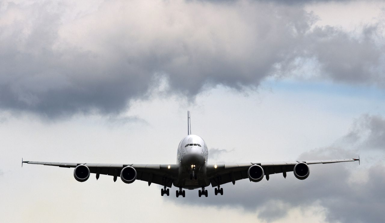 An Airbus A380 comes in to land after a flying display at the Farnborough International Airshow in Hampshire, southern England, on July 12, 2012. Airbus unveiled orders worth a potential 6.35 billion USD today but its success was set to be dwarfed later in the day by a huge United Airlines deal for Boeing aircraft. AFP PHOTO / ADRIAN DENNIS