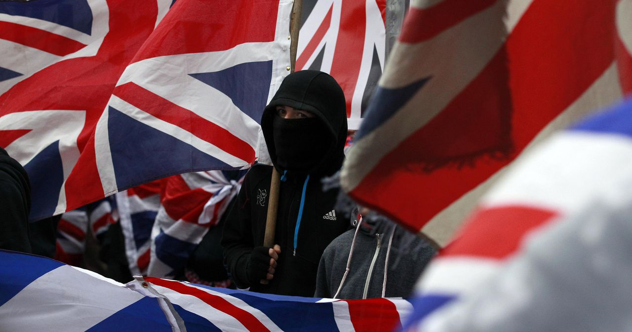Loyalist protesters demonstrate against restrictions on flying Britain's union flag from Belfast City Hall in central Belfast January 5, 2013. Rioting began a month ago after a vote by mostly nationalist pro-Irish councillors to end the century-old tradition of flying the British flag from Belfast City Hall every day unleashed the most sustained period of violence in the city for years. REUTERS/Cathal McNaughton (NORTHERN IRELAND - Tags: POLITICS CIVIL UNREST TPX IMAGES OF THE DAY)