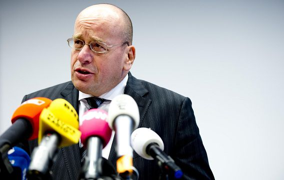 Staatssecretaris van Veiligheid en Justitie Fred Teeven gisteren tijdens een persconferentie op zijn departement. Teeven gaf een toelichting op het besluit Volkert van der G. geen proefverlof te verlenen.