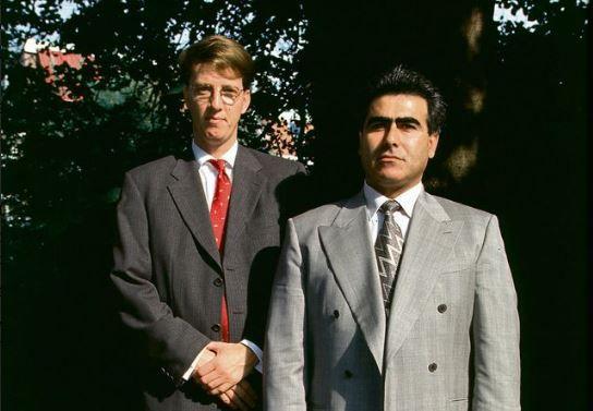 Hüseyin Baybasin (rechts) in 1997 met zijn toenmalige advocaat Victor Koppe. Sinds maart 1998 zit hij vast; sinds vijftien jaar is Adèle van der Plas zijn advocaat.
