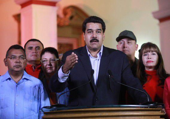 De Venezolaanse vice-president Nicolas Maduro spreekt voor de televisie over de operatie van Chavez. Foto ANP EPA / Francisco Batista