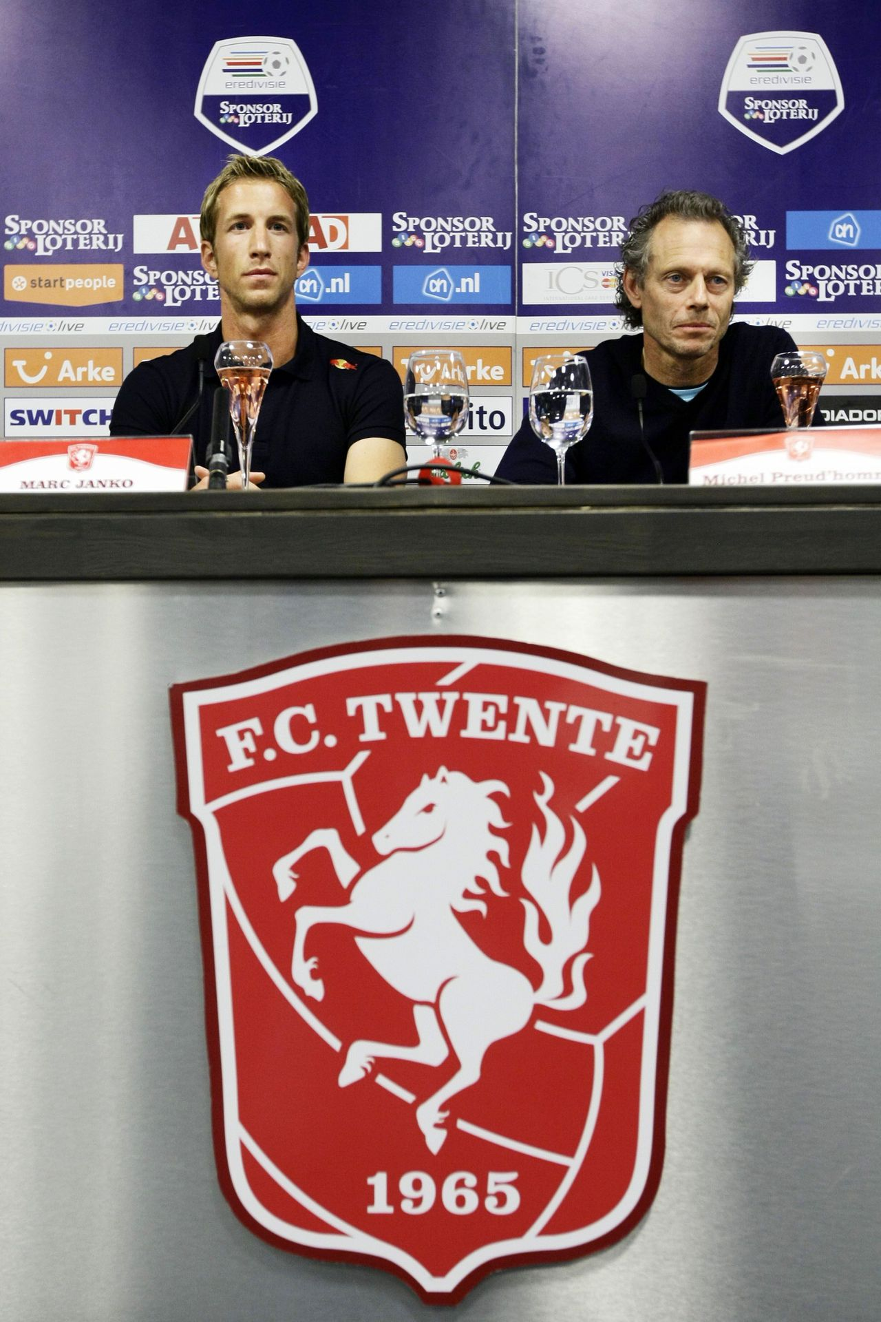 Enschede vs. Milaan Austrian soccer player Marc Janko (L) and his new trainer Michel Preud'homme (R) attend a press conference in the stadium of FC Twente in Enschede, on June 21, 2010. Striker Marc Janko will become Austria's most expensive footballer when he completes a seven million euro move from champions Salzburg to Dutch champions FC Twente. AFP PHOTO / ANP / VINCENT JANNINK - netherlands out - belgium out