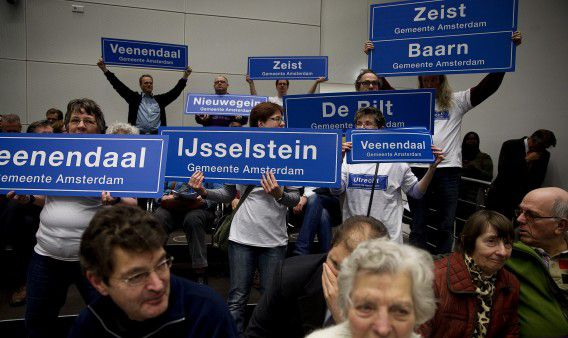 Inwoners van de provincie Utrecht demonstreerden vorige week op het provinciehuis tegen de voorgenomen fusie van de provincie met Noord-Holland en Flevoland.