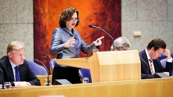 Edith Schippers tijdens het debat over fraude in de zorg in mei.