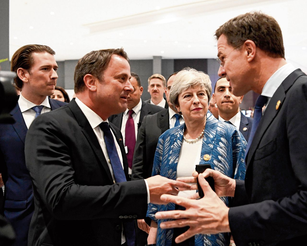 Theresa May in gesprek met Mark Rutte in Egypte.