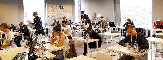 Slechts 26 leerlingen hebben gebruikt gemaakt van de inkeerregeling. Zij mogen het gefraudeerde examen opnieuw maken. Twintig van hen zitten op de Rotterdamse school Ibn Ghaldoun.