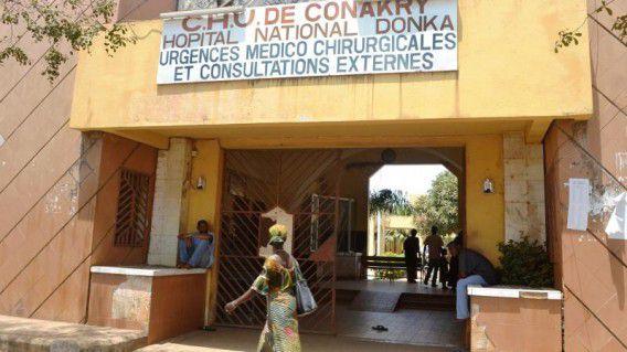 Een ziekenhuis in de hoofdstad Conakry.