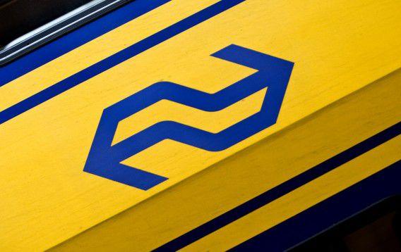 Een NS-logo op een trein