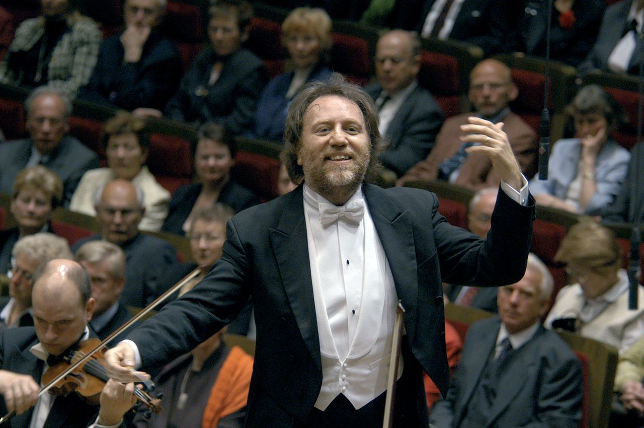 Riccardo Chailly. Foto Bloomberg This is a handout photo of Riccardo Chailly taken on April 4, 2005. Chailly is the man Leipzig has been waiting for. After conducting Amsterdam's elite Royal Concertgebouw Orchestra since 1986, he was expected to opt for something more glamorous yet this season he has taken the helm of both Leipzig's Gewandhaus Orchestra and the city's opera house. Photographer: Gert Mothes/Gewandhaus via Bloomberg News