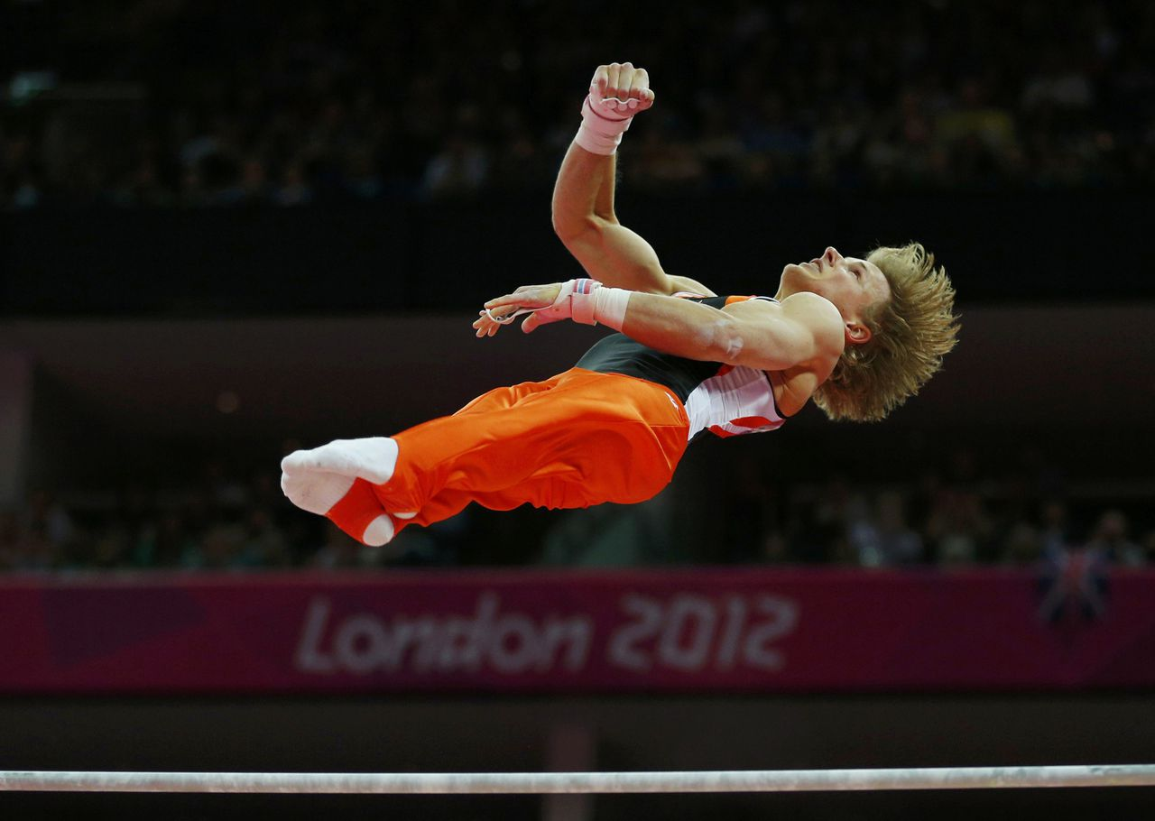 Netherlands' Epke Zonderland competes in the men's gymnastics horizontal bar final in the North Greenwich Arena during the London 2012 Olympic Games August 7, 2012. REUTERS/Brian Snyder (BRITAIN - Tags: SPORT GYMNASTICS OLYMPICS TPX IMAGES OF THE DAY)