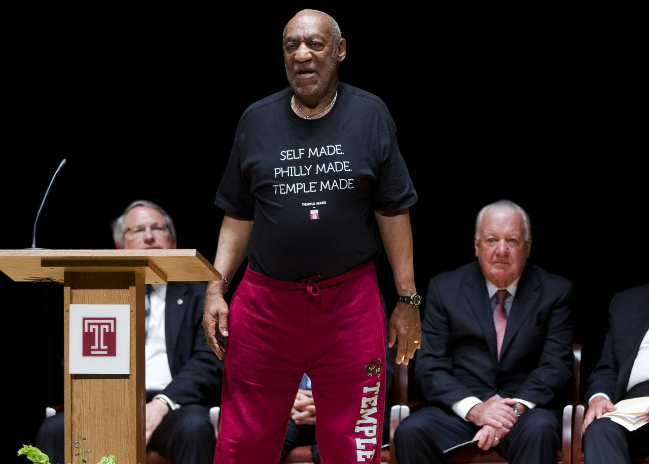 Bill Cosby bij Temple University in Philadelphia, zijn advocaat Patrick O'Connor zit in de Board of Trustees van de universiteit. Op de universiteit is discussie ontstaan of O'Connor kan blijven.