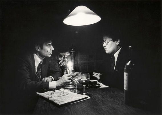 Dries van Agt en Hans Wiegel aan tafel in restaurant Le Bistroquet te Den Haag.