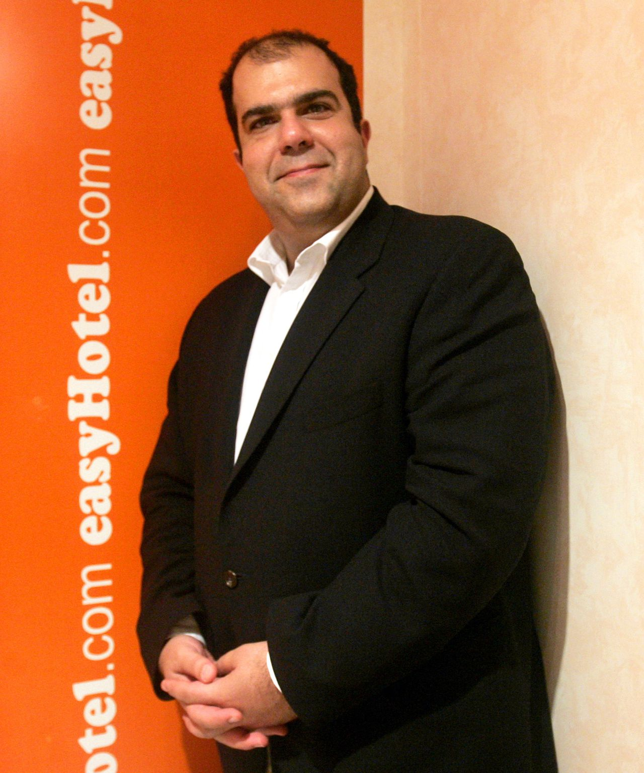 Stelios, de 'Easy'-man ** EMBARGOED NOT FOR PUBLICATION BEFORE BEFORE 23:00 GMT FRIDAY JUNE 16 2006 FILE ** EasyGroup Chairman Stelios Haji-Ioannou poses for photographs at his company offices in London, in this Friday Oct. 7, 2005 file photo. Stelios Haji-Ioannou has received a Knighthood in Britian's Queen Elizabeth II's Birthday Honours List for services to entrepreneurship. (AP Photo/Matt Dunham)