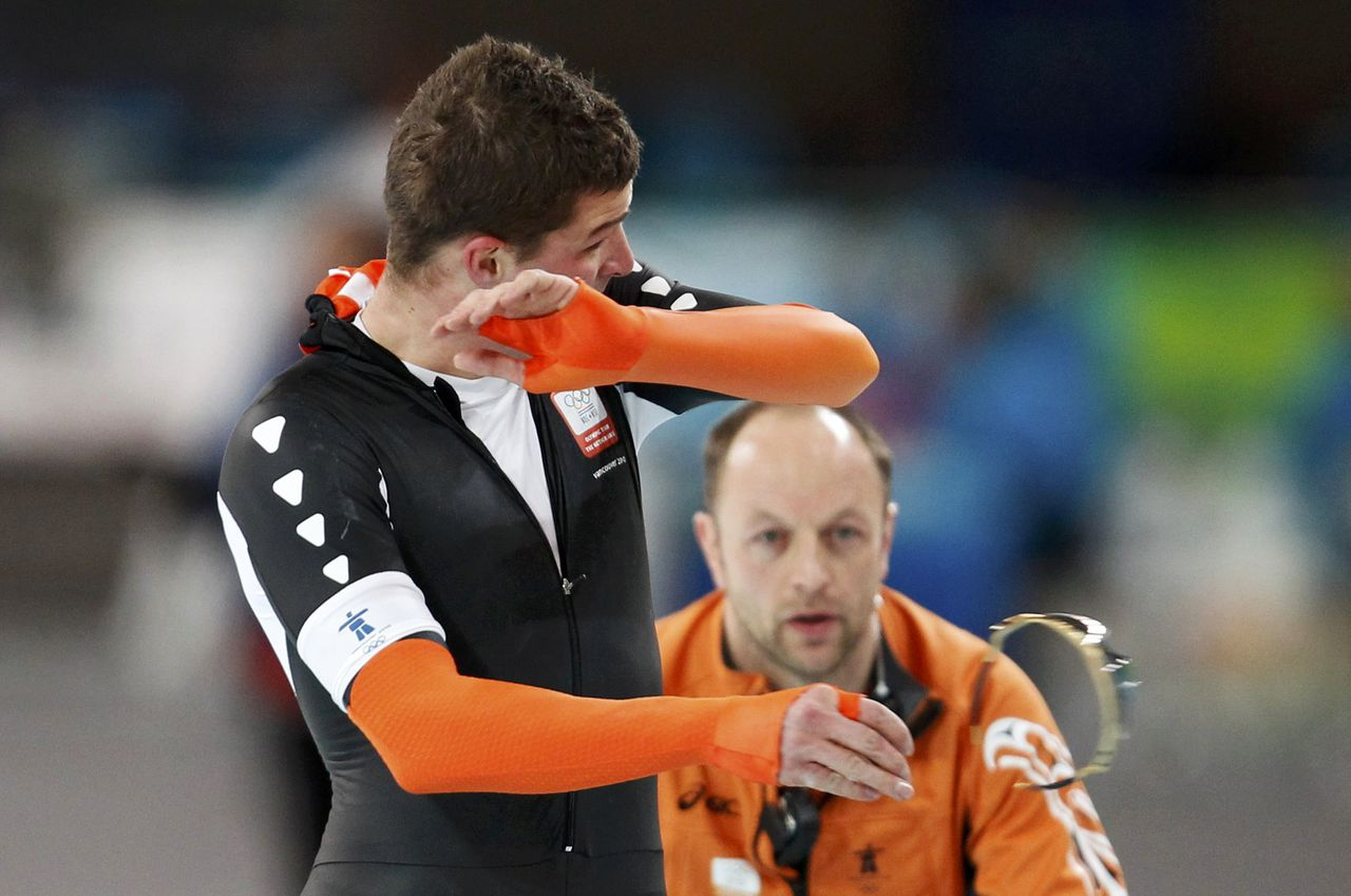 Sven Kramer of the Netherlands throws his sunglasses after competing in the men's 10000 metres speed skating race at the Richmond Olympic Oval during the Vancouver 2010 Winter Olympics February 23, 2010. REUTERS/Jerry Lampen (CANADA)