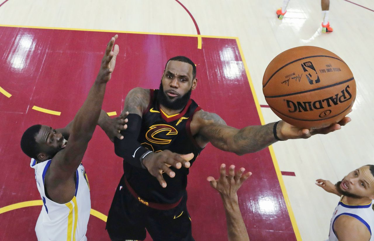LeBron James voor Cleveland Cavaliers in de NBA-finale in 2018 tegen Golden State Warriors.