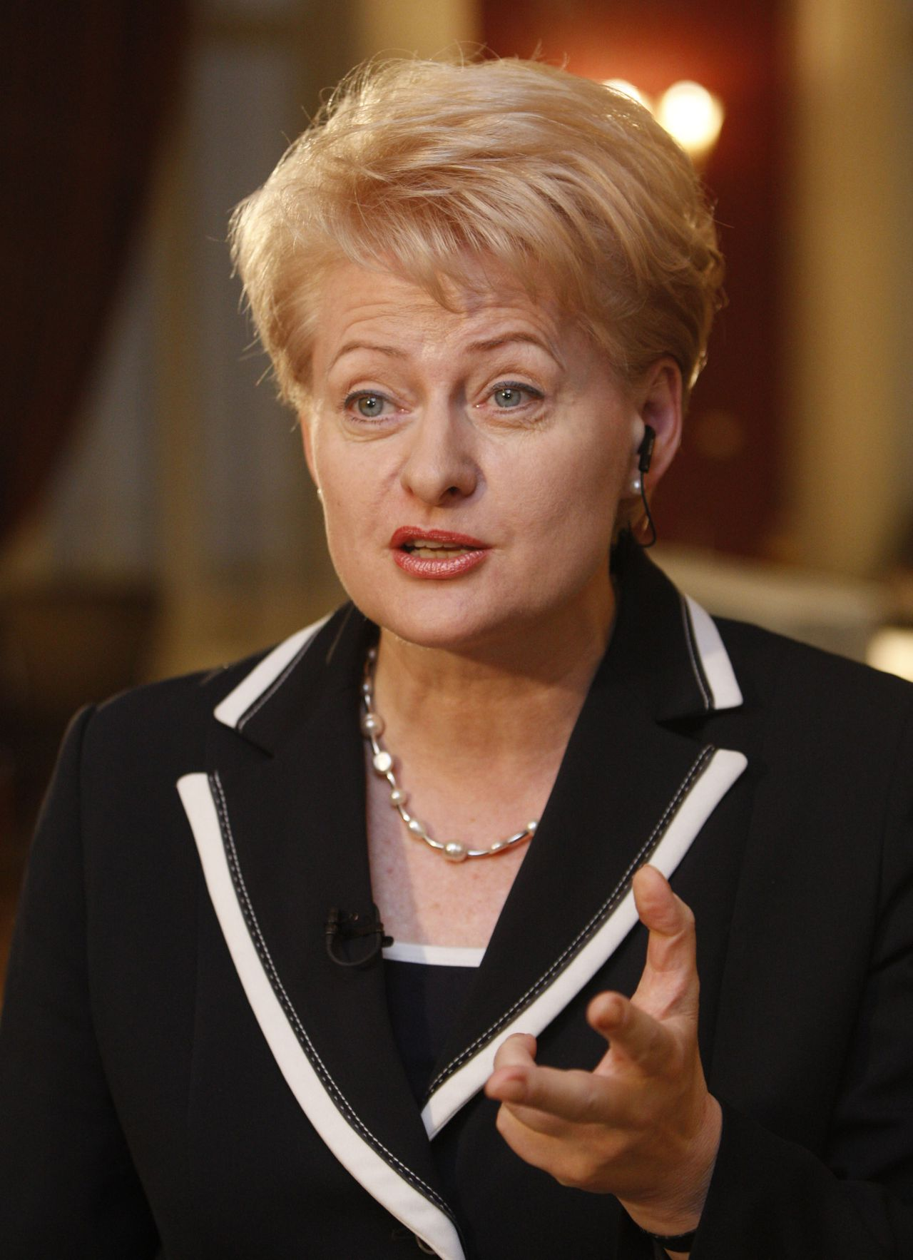 Dalia Grybauskaite. (Foto AP) Lithuania's presidential candidate and EU Budget Commissioner Dalia Grybauskaite speaks to the media as she waits for the results of Lithuania's presidential election first round in Vilnius, Lithuania,Sunday,May 17, 2009. The European Union's budget chief is strongly favored to win Lithuania's presidential election on Sunday, as crisis-weary voters seek relief from the Baltic nation's deepening economic gloom. (AP Photo/Mindaugas Kulbis)