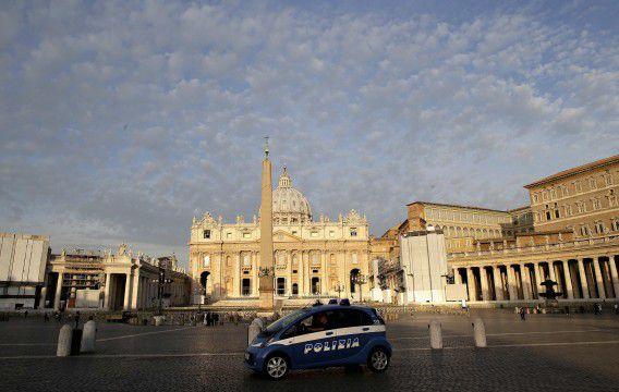 """Paus Franciscus maakte vandaag bekend een onderzoekscommissie in te stellen naar de bank van het Vaticaan. Die moet meer """"in harmonie"""" met de missie van de Kerk gaan werken."""