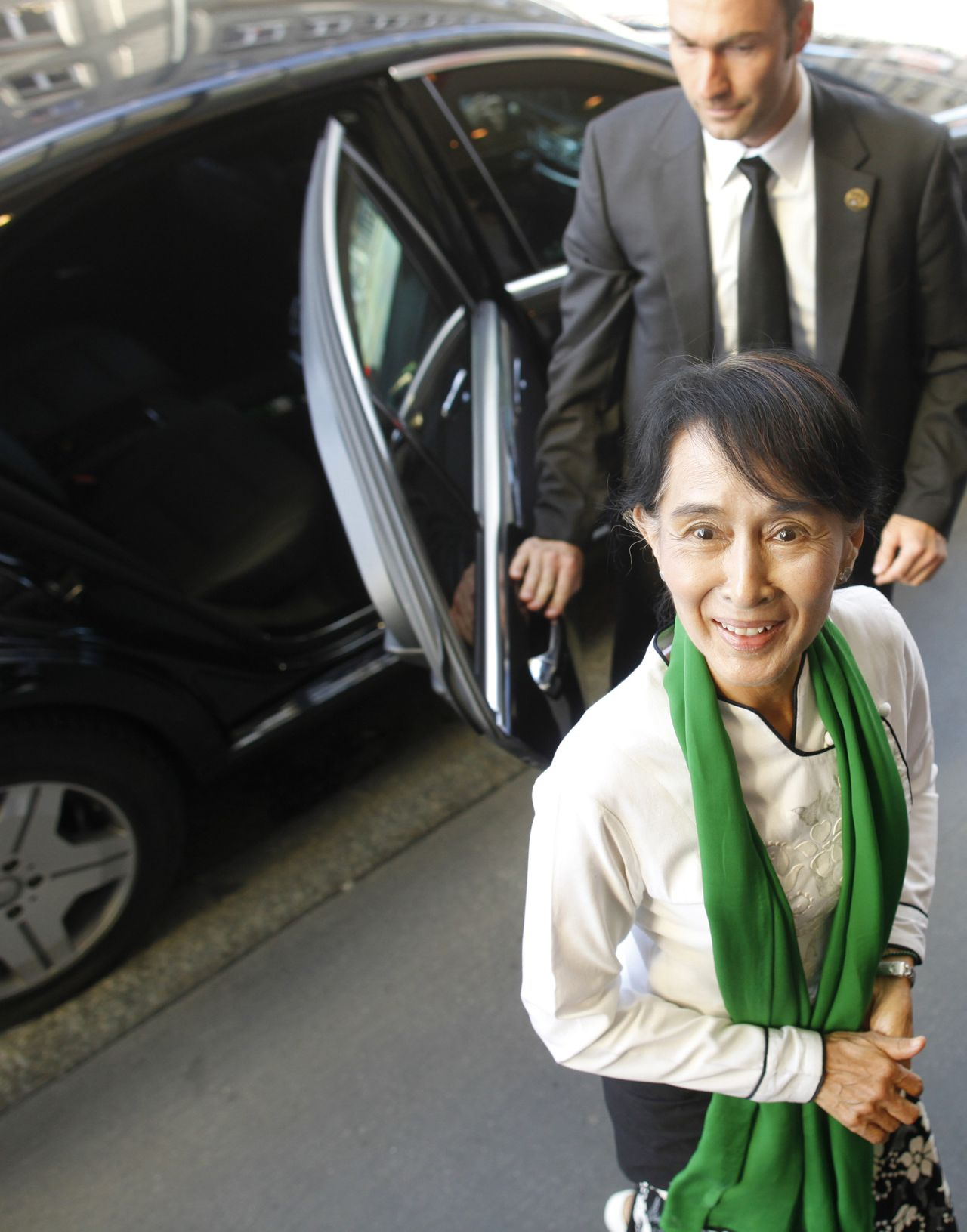 Myanmar's pro-democracy leader Aung San Suu Kyi arrives at the Bellevue Hotel in Bern, June 14, 2012. Suu Kyi began a tour of Europe almost certain to attract the kind of fanfare that will test the patience of the reformist generals now in power after decades of army rule. REUTERS/Ruben Sprich (SWITZERLAND - Tags: POLITICS)