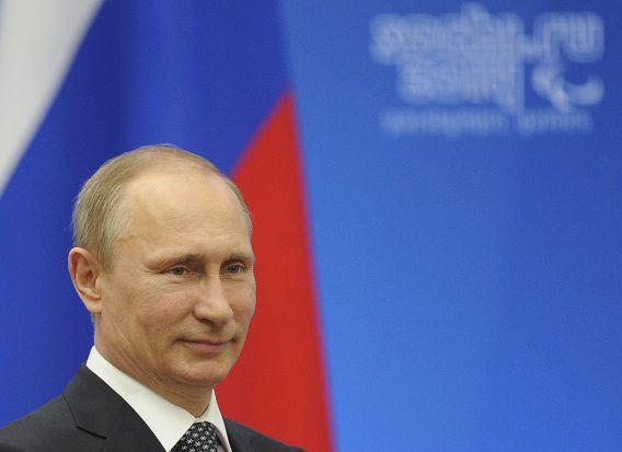 De Russische president Poetin heeft een decreet ondertekend waarin de Krim tot soevereine staat wordt verklaard.