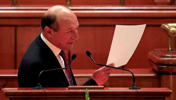 Caption: Romania's President Traian Basescu addresses to the Parliament before the vote on suspending him over what the ruling Social Liberal Union (USL) says is his attempt to pressure judges and break the constitution, in Bucharest July 6, 2012. Romania's parliament on Friday suspended Basescu, ruling that he overstepped his powers, setting the stage for an impeachment referendum and tightening the leftist government's grip on power. REUTERS/Radu Sigheti (ROMANIA - Tags: POLITICS CIVIL UNREST)