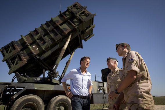 Minister-president Mark Rutte was in oktober 2013 op bezoek bij de Patriot-missie in Turkije.