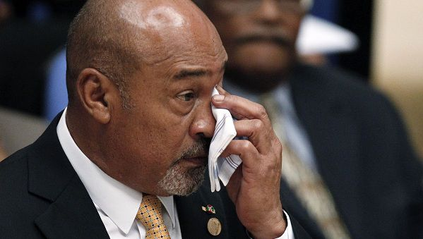 Suriname's President Desi Bouterse wipes his face with a handkerchief during the IV Summit of Heads of State and Government of the Union of South American Nations (UNASUR) in Georgetown November 26, 2010. REUTERS/Jorge Silva (GUYANA - Tags: POLITICS)