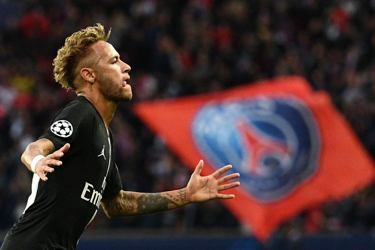 Neymar viert zijn tweede doelpunt tegen Rode Ster Belgrado eerder deze maand.