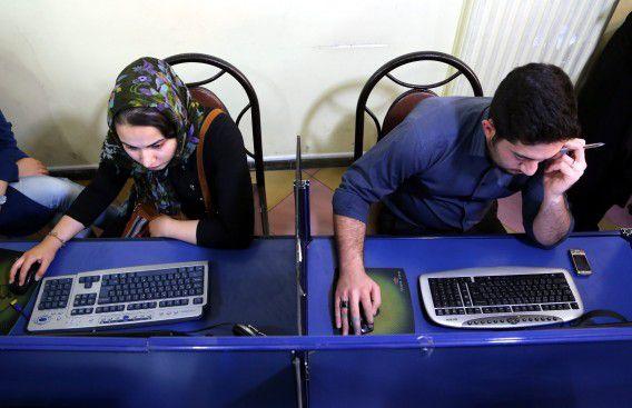 Een internetcafé in Teheran, de hoofdstad van Iran.