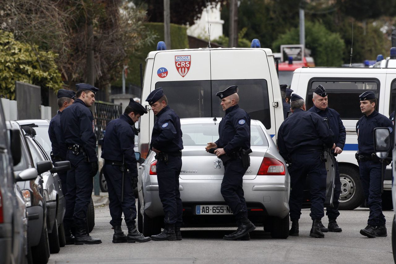 French CRS police block a street during a raid on a house to arrest suspects in the killing of three children and a rabbi on Monday at a Jewish school in Toulouse March 21, 2012. About 300 police, some in bullet-proof body armour, cordoned off an area surrounding an apartment in a Toulouse neighbourhood in southwestern France, where the 24-year-old Muslim man Mohamed Merah was holed up. Shots were heard in the early hours of the morning, and police said three officers had been slightly wounded. REUTERS/Jean-Paul Pelissier (FRANCE - Tags: CRIME LAW CIVIL UNREST)