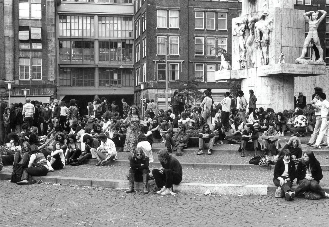 Hippies op de Dam in Amsterdam in 1968