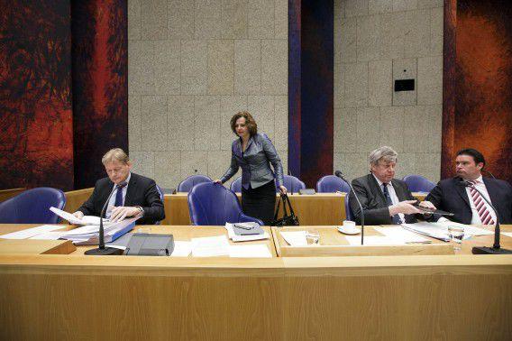 Bij het debat over de zorgfraude waren maar liefst vier bewindslieden: minister Edith Schippers, staatssecretaris Martin van Rijn (Volksgezondheid), minister Ivo Opstelten (Justitie) en staatssecretaris Frans Weekers (Financiën) bij het debat over fraude in de zorg.