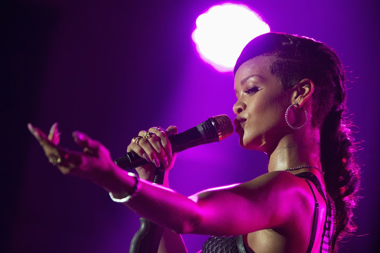 Singer Rihanna performs during a concert as part of her 777 tour in Berlin, November 18, 2012. REUTERS/Thomas Peter (GERMANY - Tags: ENTERTAINMENT TPX IMAGES OF THE DAY)