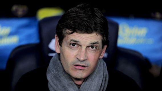 FC Barcelona-trainer Tito Vilanova, hier op een archieffoto in mei, gaat zich nu volledig op zijn ziekte richten.