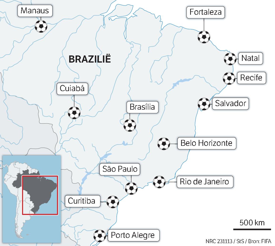 """Kinderen voetballen in een favela in Rio de Janeiro. """"La Copa del Mundo? Ik zou niet weten wat dat is"""", zegt de tienjarige scholiere Darlayne."""