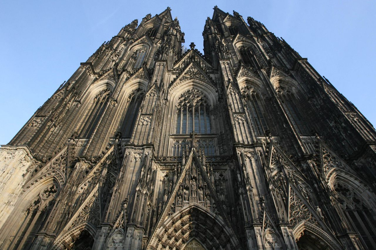 FILES - View of the facade of Cologne's cathedral (Koelner Dom) taken January 31, 2007. The St. Peter's Bell in Cologne cathedral, said to be the largest functioning free-swinging bell in the world, was silent on January 6, 2011 after its clapper broke, German media reported. AFP PHOTO JOHN MACDOUGALL