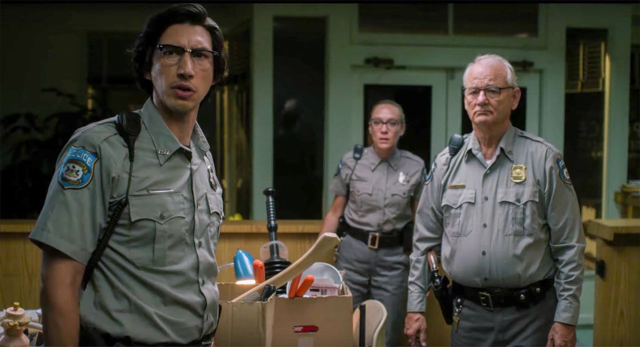 Filmstill uit 'The dead don't die', met Adam Driver, Chloë Sevigny en Bill Murray.