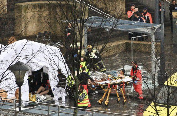 Rescuers evacuate injured people at the Place Saint Lambert square where two men threw explosives in the city center of the Belgian city of Liege December 13, 2011. The men threw multiple explosives towards a bus stop (up), killing two people including one of the attackers and wounding about 15 people, Belgian news agency Belga reported on Tuesday. REUTERS/Thierry Dricot (BELGIUM - Tags: CONFLICT SOCIETY DISASTER) NO SALES. NO ARCHIVES. FOR EDITORIAL USE ONLY. NOT FOR SALE FOR MARKETING OR ADVERTISING CAMPAIGNS