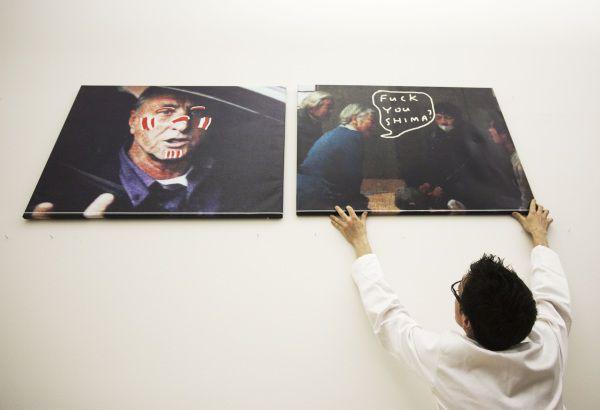 Amsterdam 30-3-2011 Kamagurka schildert op de Ipad Foto NRC H'Blad Maurice Boyer