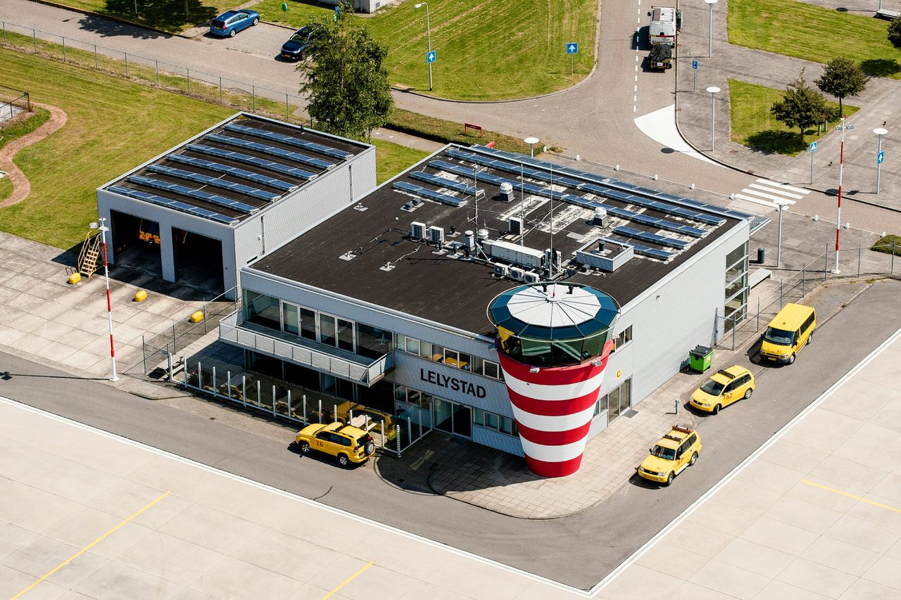 Luchtfoto Lelystad Airport
