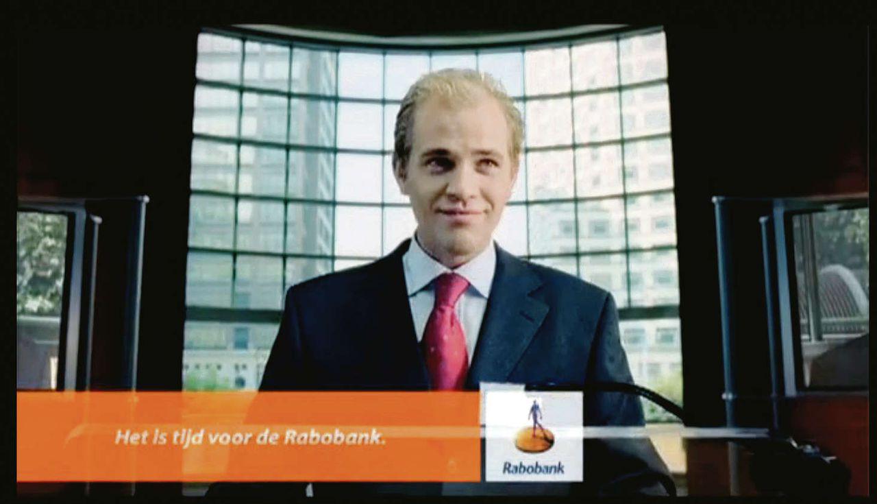 Stills uit de jaren lopende reclamecampagne van Rabobank waarin Jochem de Bruin (gespeeld door Vincent Rietveld) overal ter wereld de bank als betrouwbaar en principieel aanprijst.