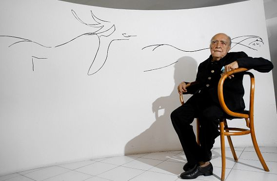 Oscar Niemeyer op 14 december 2007, op zijn honderdste verjaardag.