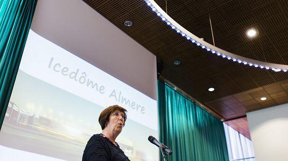 Burgemeester Annemarie Jorritsma van Almere tijdens de presentatie van de nieuwe Icedome.