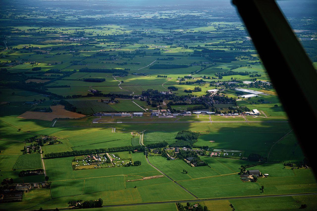 Eén van de vliegroutes die nodig is voor de uitbreiding van Lelystad Airport, gaat dwars over vliegveld Teuge.